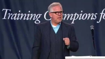 Photo of Glenn Beck at Liberty University Says God Spoke to Him and Told Him He Was Going to Return and Settle Scores